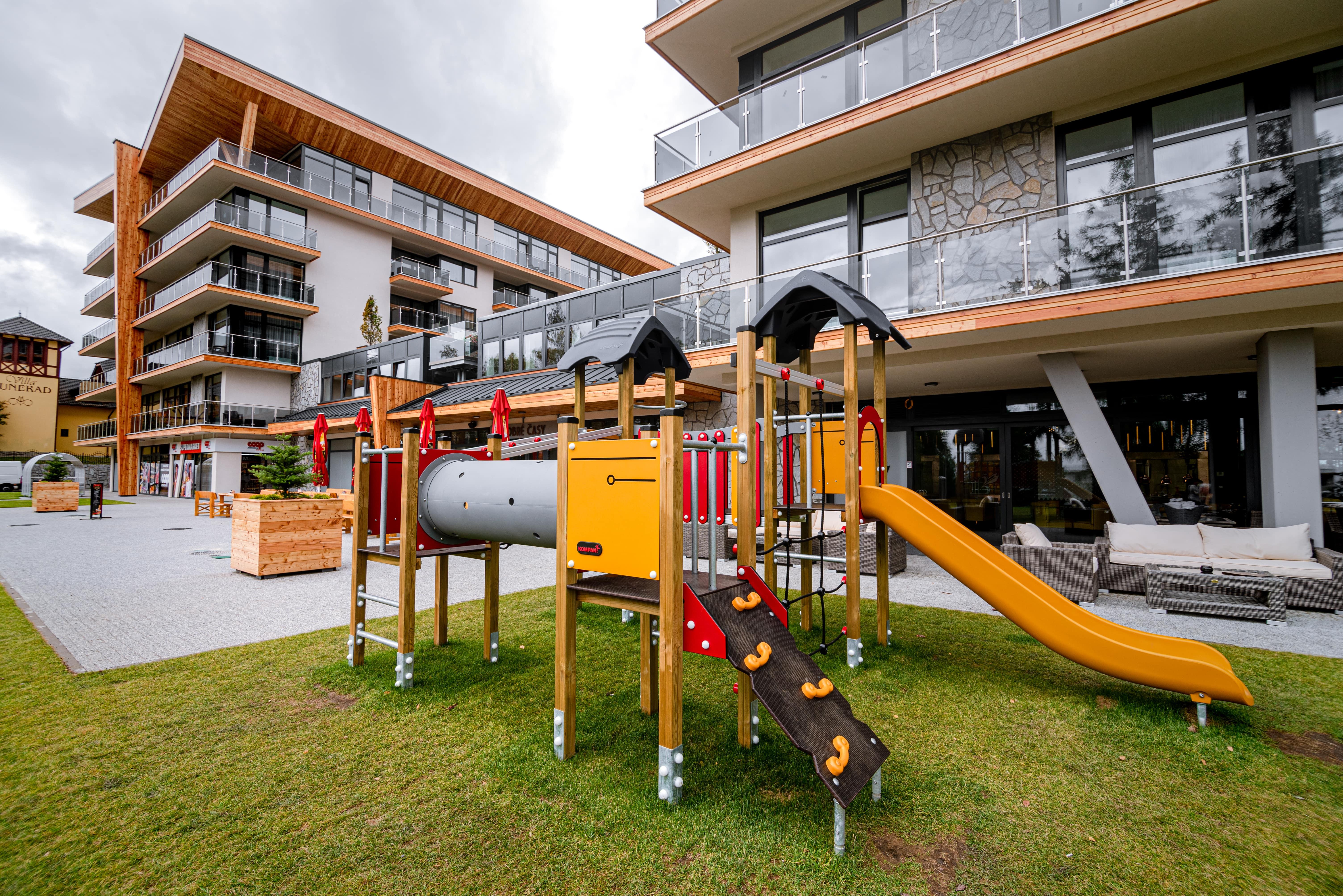 Hrebienok Hotel Resort zo spodu